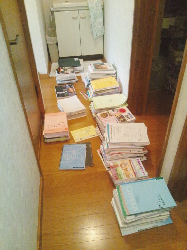 使い終わった教科書やノートは取っておくべき?収納方法は?